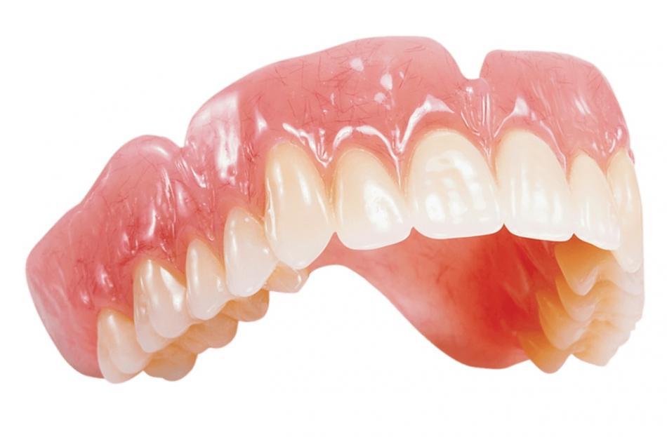 Съемные протезы при полной адентии челюсти.